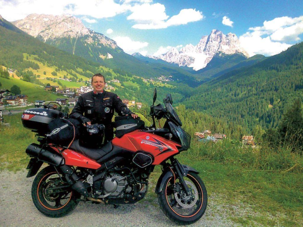 Piękna pogoda, Alpy, winkle imotocykl.