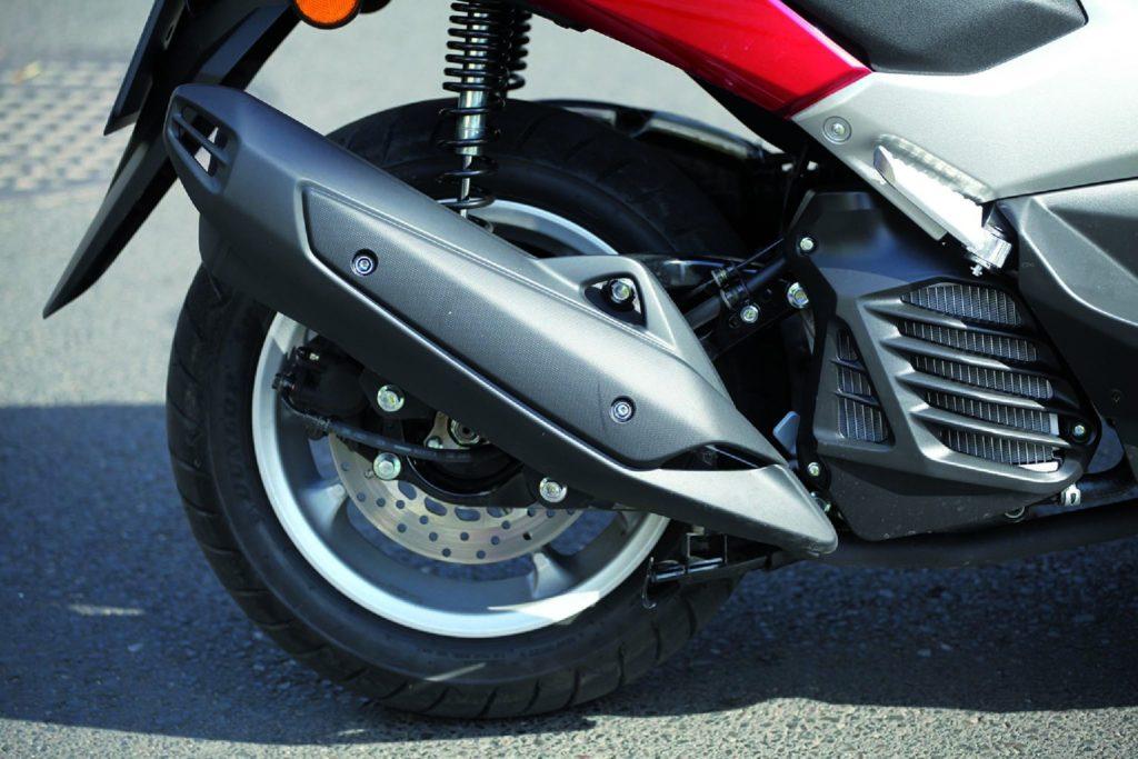 Nowoczesny silnik ma zmienne fazy rozrządu, wtrysk i chłodzenie cieczą.