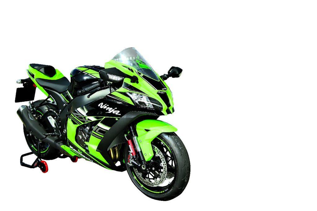 KRT - to skrót od Kawasaki Racing Team. Tak nazywa się malowanie, które widzicie poniżej. Limitowana edycja podkreśla większe niż zwykle zaangażowanie teamu wyścigowego w przygotowanie motocykla.