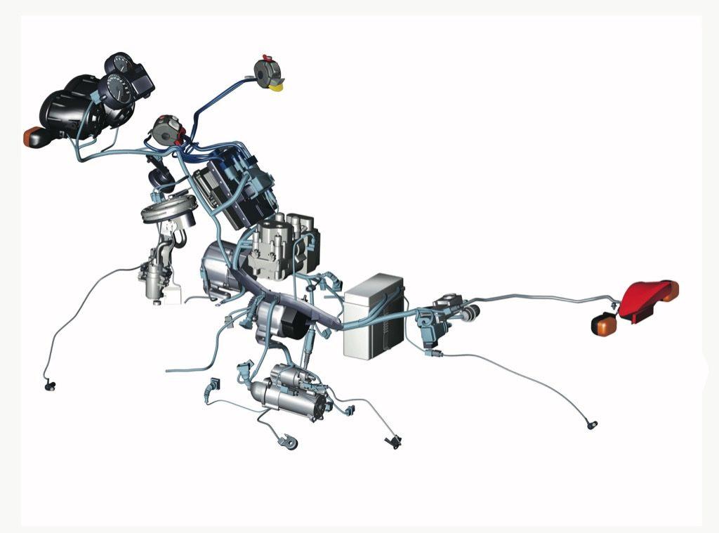 Elektryczny labirynt w motocyklu można by z powodzeniem uprościć przez zastosowanie magistrali przesyłu danych CAN. Montowanie jej w motocyklach jest jednak problematyczne, a ze względu na małe odległości między elementami instalacji - w zupełności wystarczają zwykłe kable.