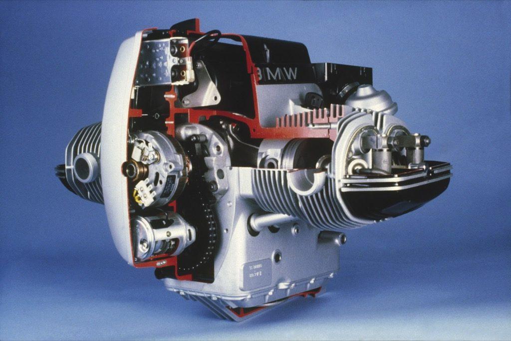 Alternator w motocyklu zagościł pod koniec lat pięćdziesiątych. Tak wyglądał w BMW R80 G/S z 1980 r.
