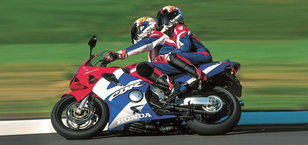 Od 2001 roku gaźniki zostały zastąpione wtryskiem. Wtedy też obok zwykłej pojawiła się wersja Sport.