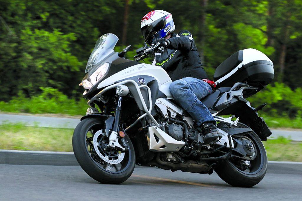 Bezkonkurencyjne Duo Honda Crossrunner Vs Yamaha Mt 09 Tracer