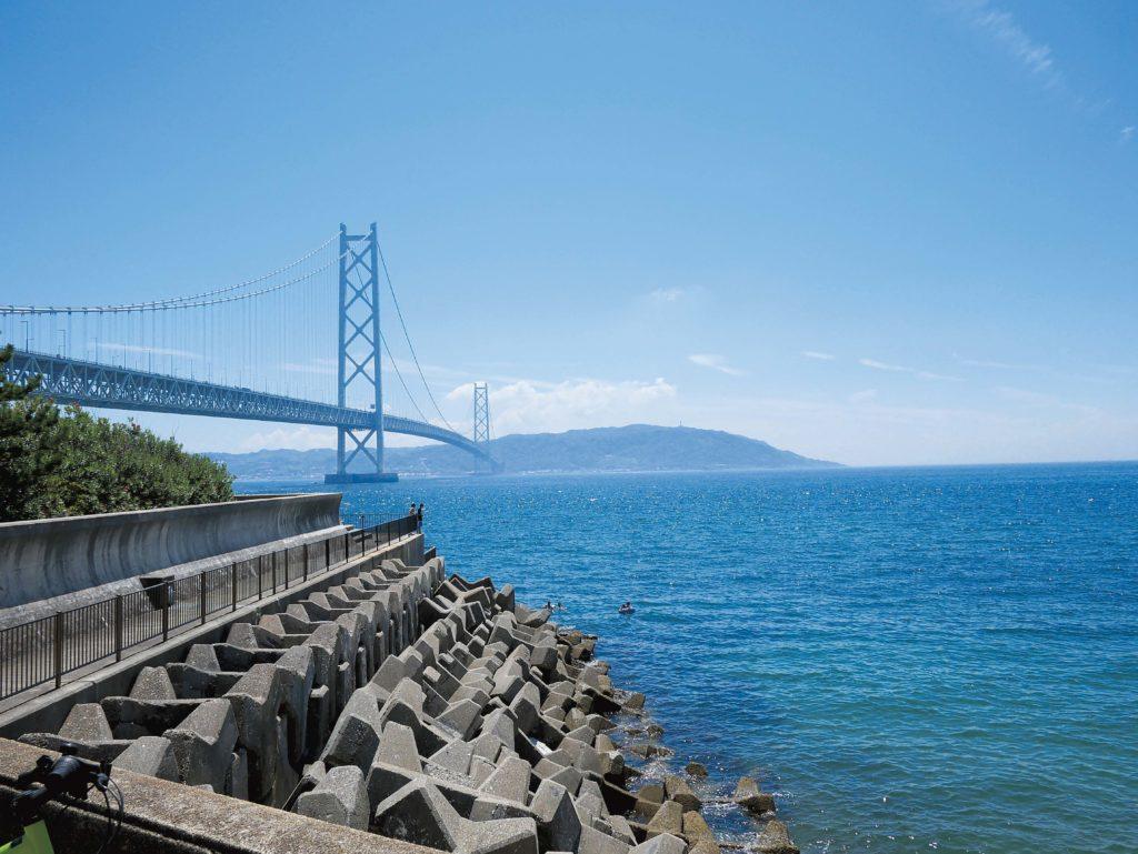 Mosty łączące japońskie wyspy robią ogromne wrażenie.