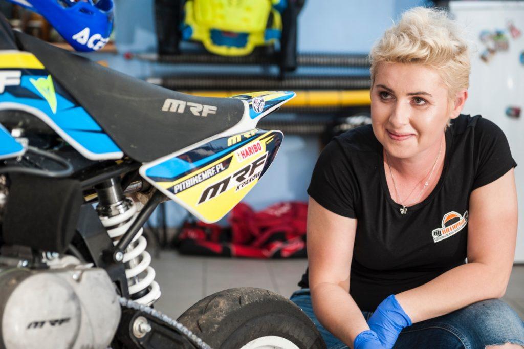 """Monika """"Katanka"""" Jaworska - jedna z najbardziej znanych polskich zawodniczek motocyklowych, właścicielka szkoły doskonalenia jazdy i """"Katanka team"""""""