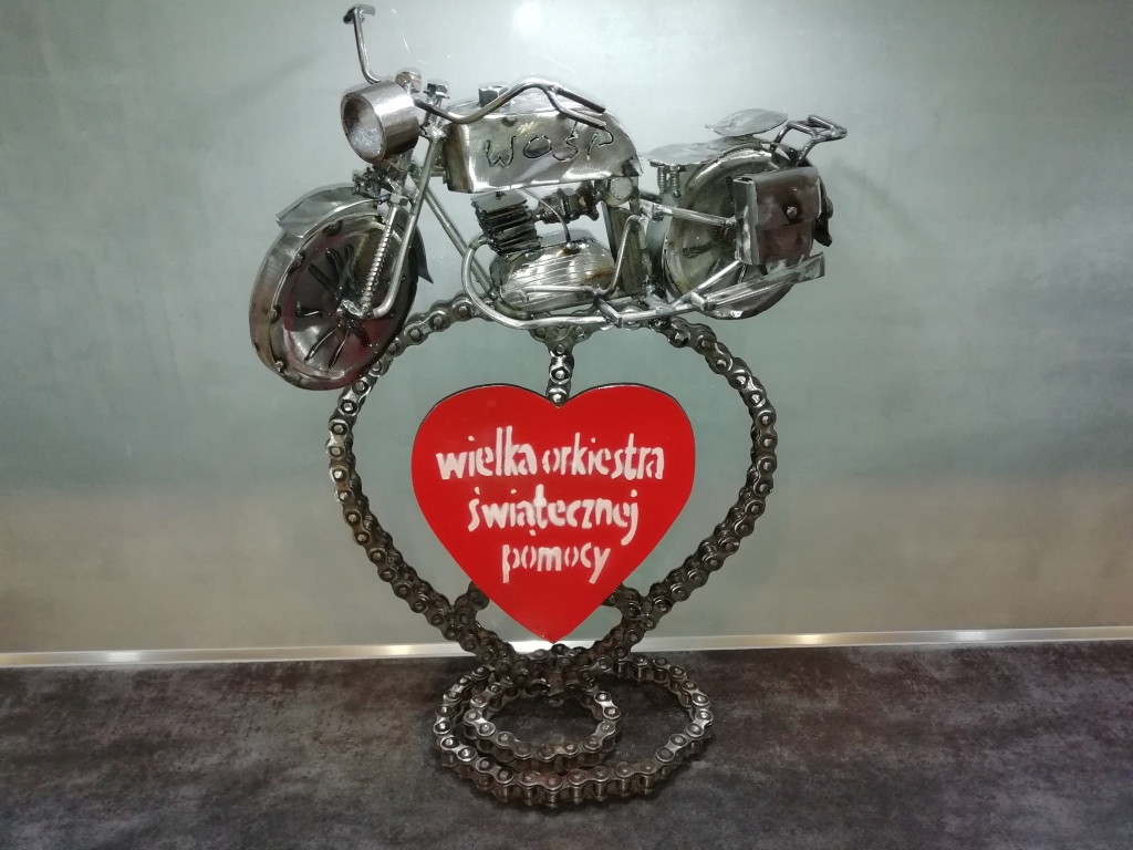 Rzeźba motocykla z metalu