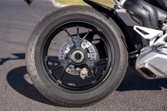 Ducati-Streetfighter-V4S-12-kolo-tyl
