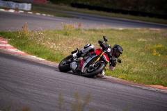 Ducati-Streetfighter-V4S-03-tor-zakret-2