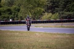 Ducati-Streetfighter-V4S-10-wheelie