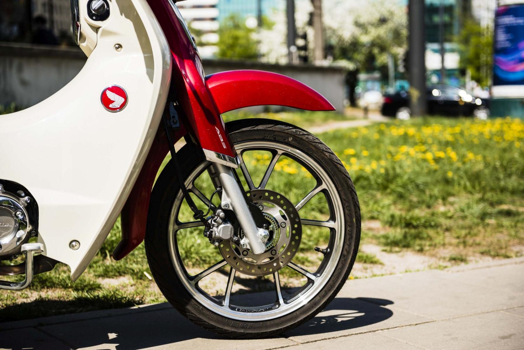 Honda Super Cub C125 widelec i hamulec
