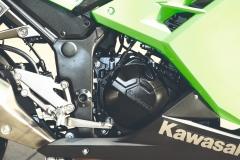 Kawasaki_Ninja_300_02_silnik