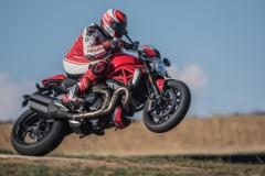 Ducati-Monster-1200-R-2