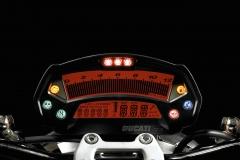 Ducati-Monster-06-nieczytelne-zegary