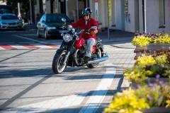 MotoGuzzi-Eldorado-10-ulica-lewy-skret