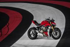 MY20_DUCATI_STREETFIGHTER-V4-S_AMBIENCE_40_UC101661_Mid