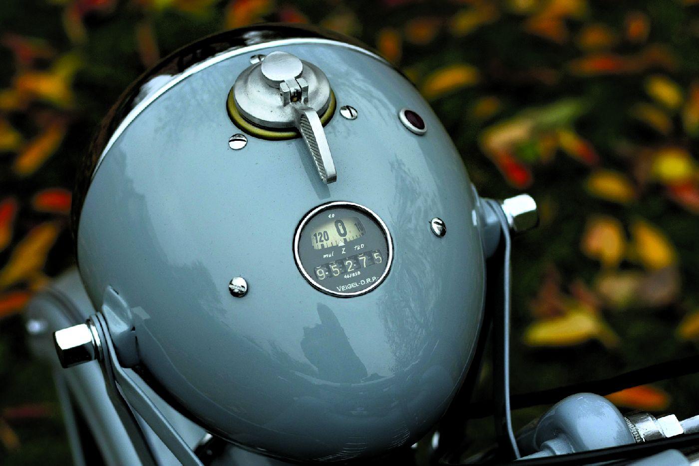 Mały zbiornik (10 l) pozwalał na zasięg do 200 km. W motocyklu projektowanym do turystyki to bardzo mało.