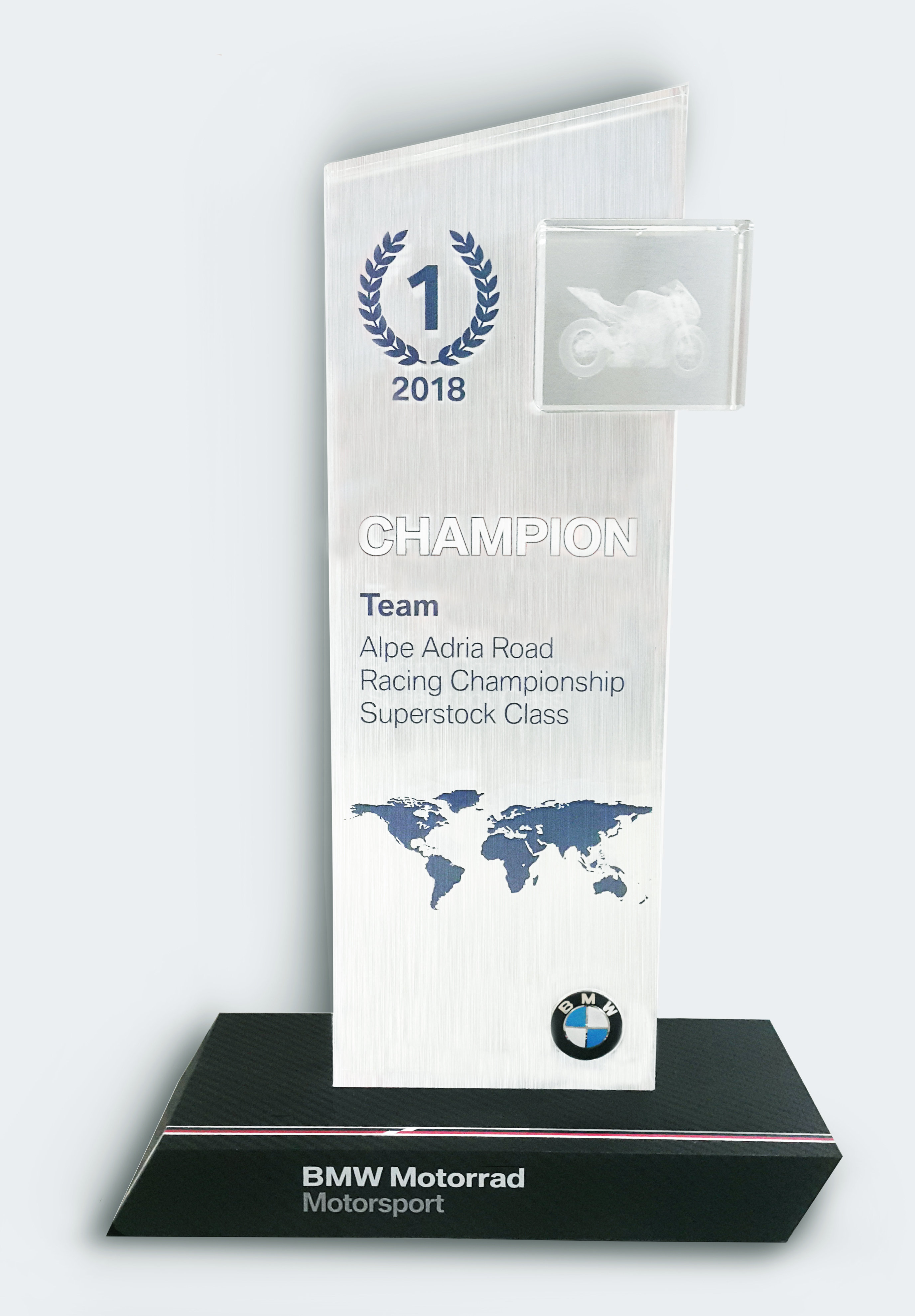 Mistrzowie z BMW Sikora Motorsport celują w kolejne tytuły
