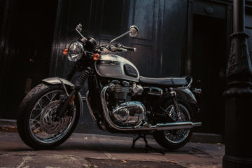 Bonneville_T120_Diamond_1