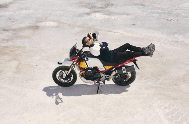 Ewan McGregor znów z Moto Guzzi