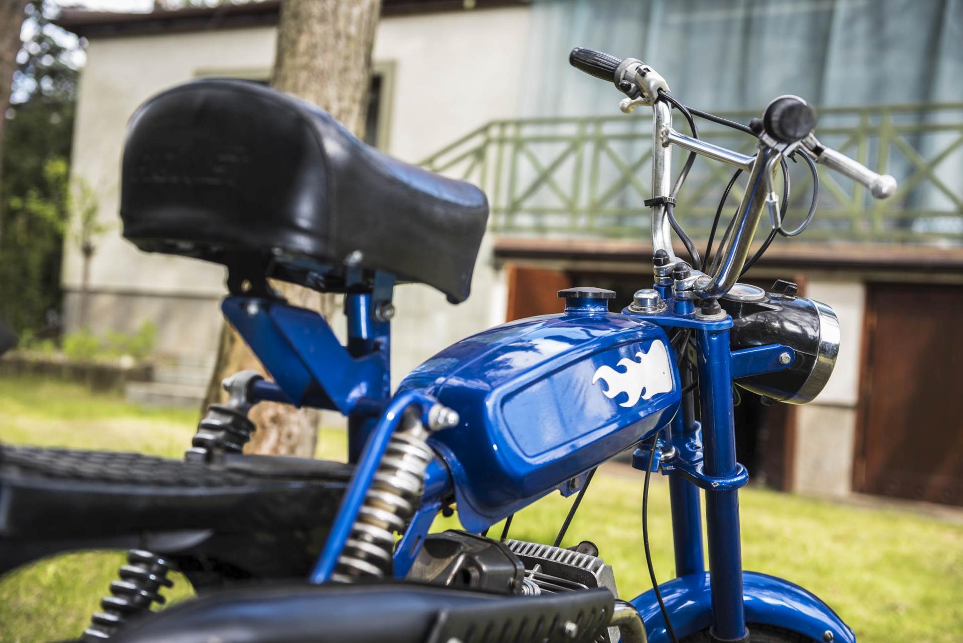 Nie mijał się z prawdą Sidney Polak w swojej piosence o warszawskim osiedlu Chomiczówka, bo lata jego budowy pokrywają się z debiutem chyba najbardziej kultowego, polskiego motoroweru – Rometa 50 M-1 Pony.