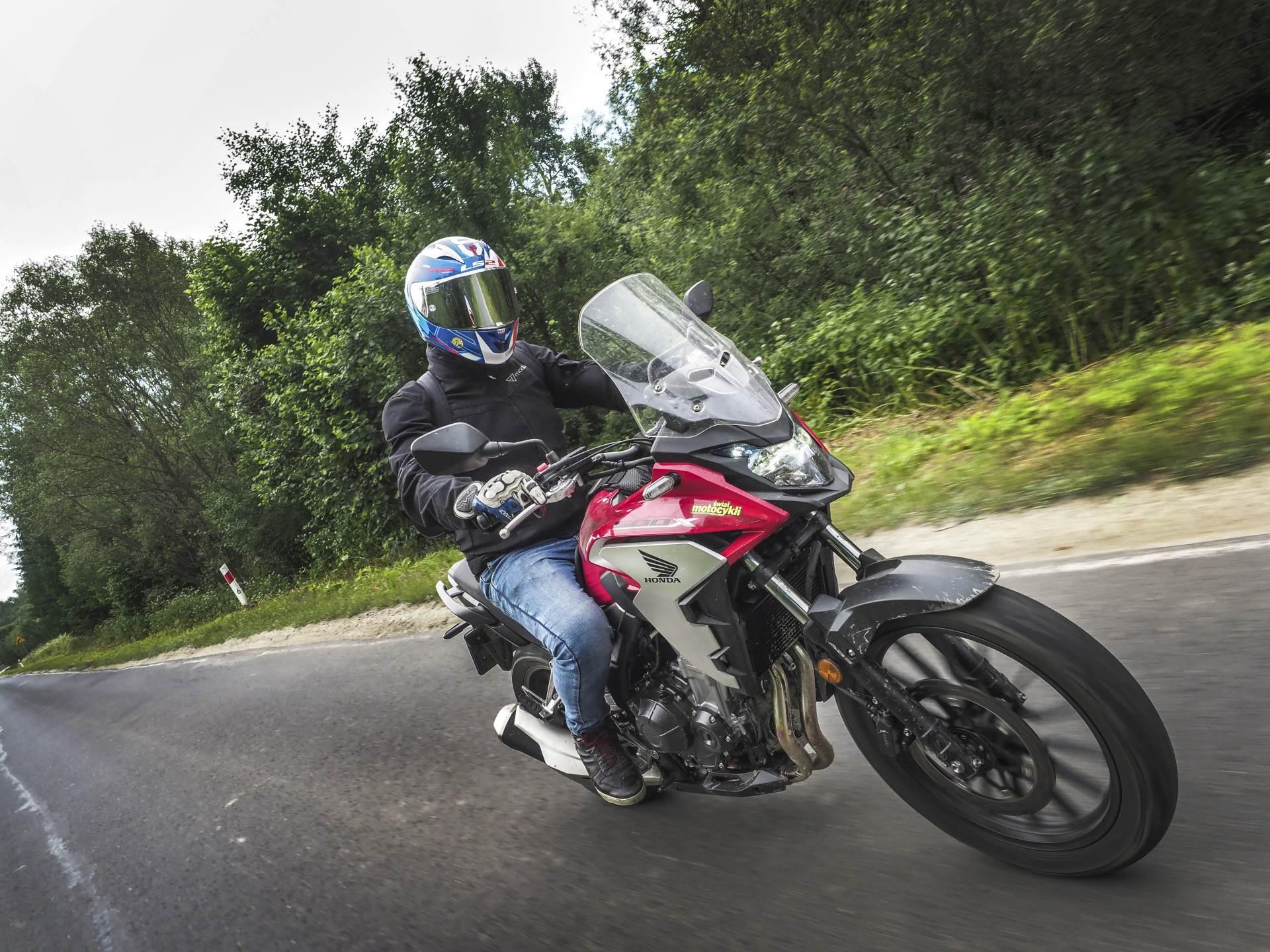 Tyle kasy, ile pojemności Benelli TRK502X oraz Honda CB500X