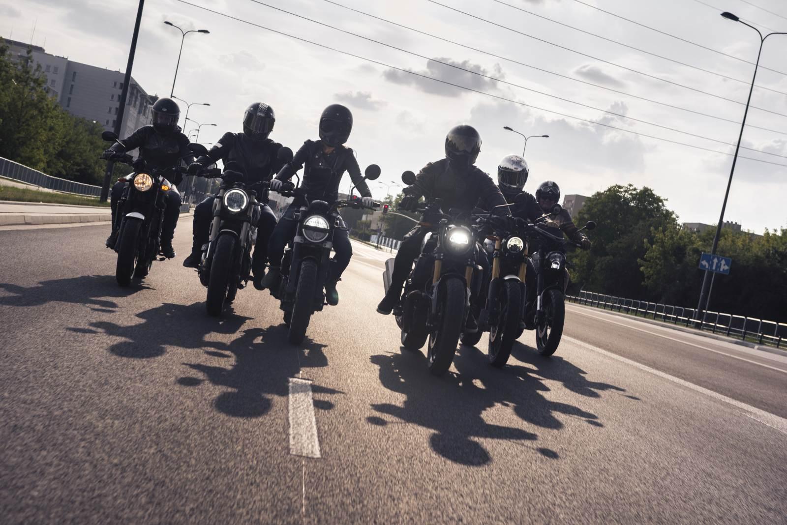 Konfrontacja Benelli Leoncino 502 Trek vs Ducati Scrambler 1100 Special vs Husqvarna Svartpilen 401 vs Indian FTR 1200S vs Triumph Scrambler 1200XC vs Yamaha XSR 700 XTribute