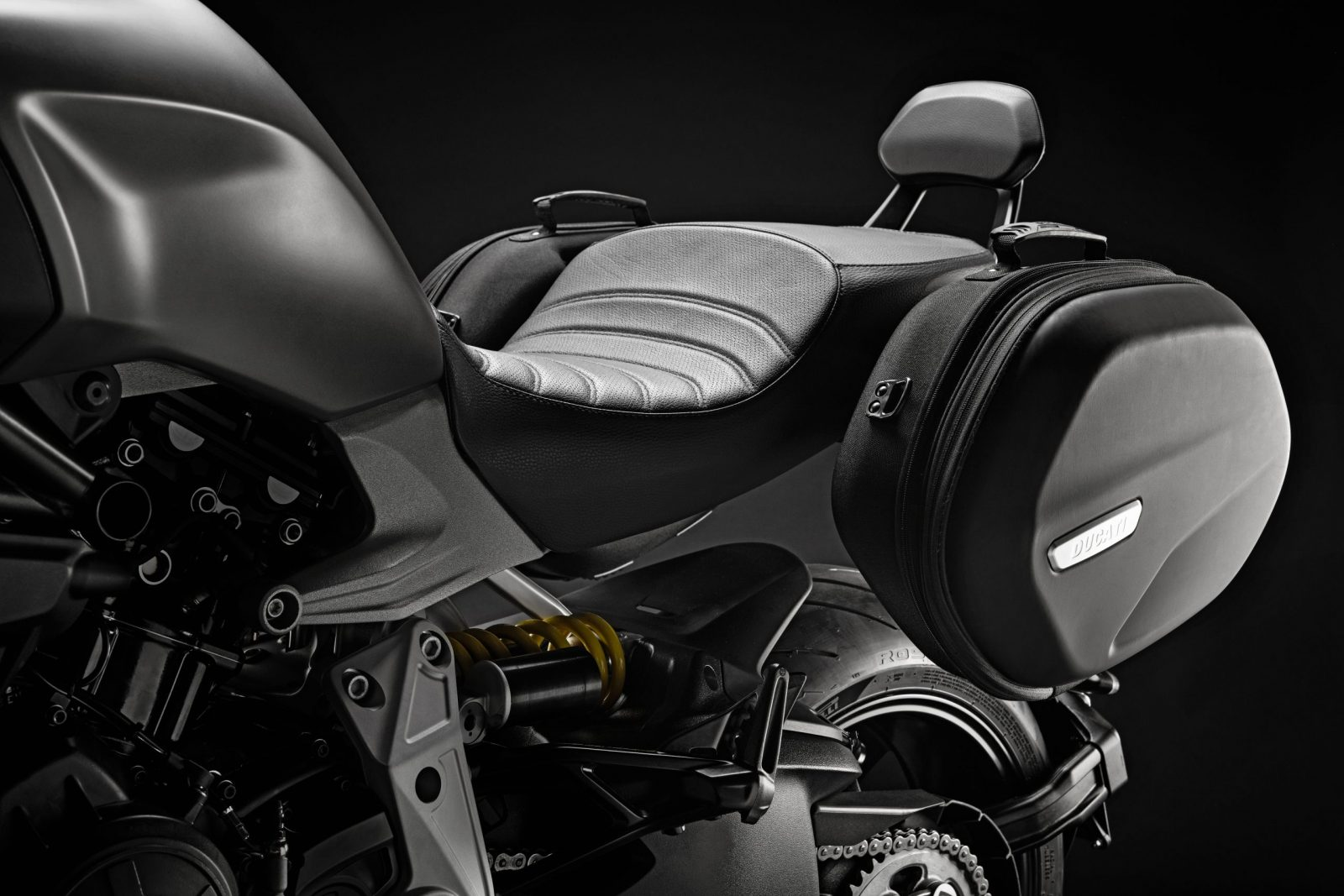 Ducati diavel oparcie