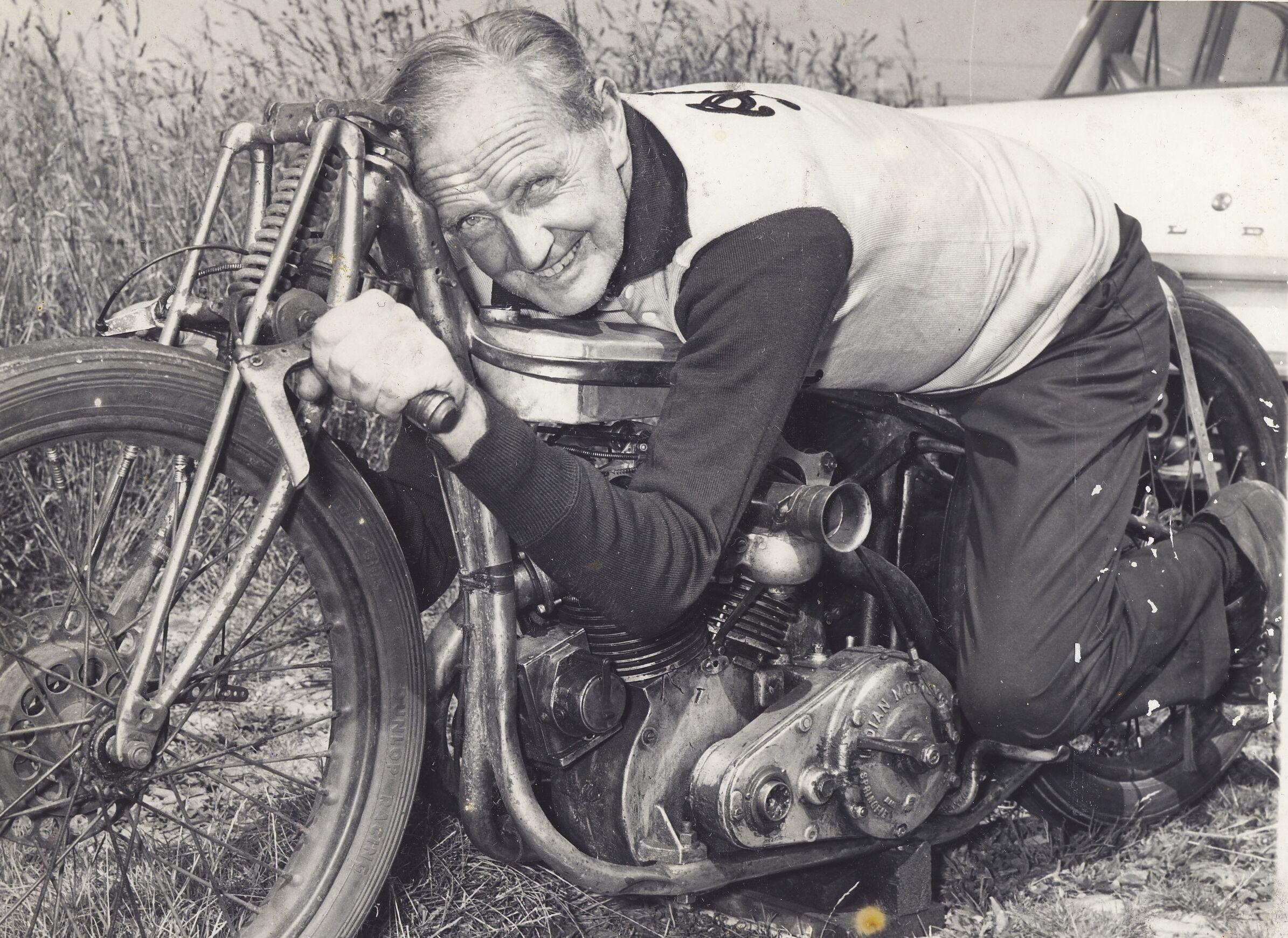 Burt Munro na swoim motocyklu