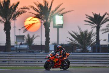 Brad Binder w akcji podczas testów MotoGP w Katarze w 2020 roku