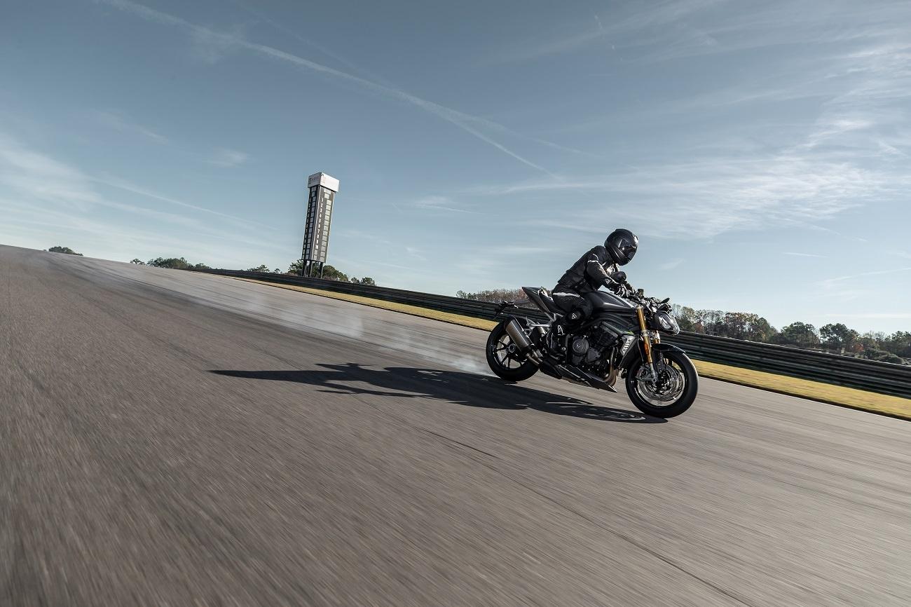 Triumph Speed Triple 1200 RS 2021 - całkowicie nowy
