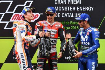 Marc Marquez, Jorge Lorenzo i Valentino Rossi na podium w Katalonii w 2018 roku