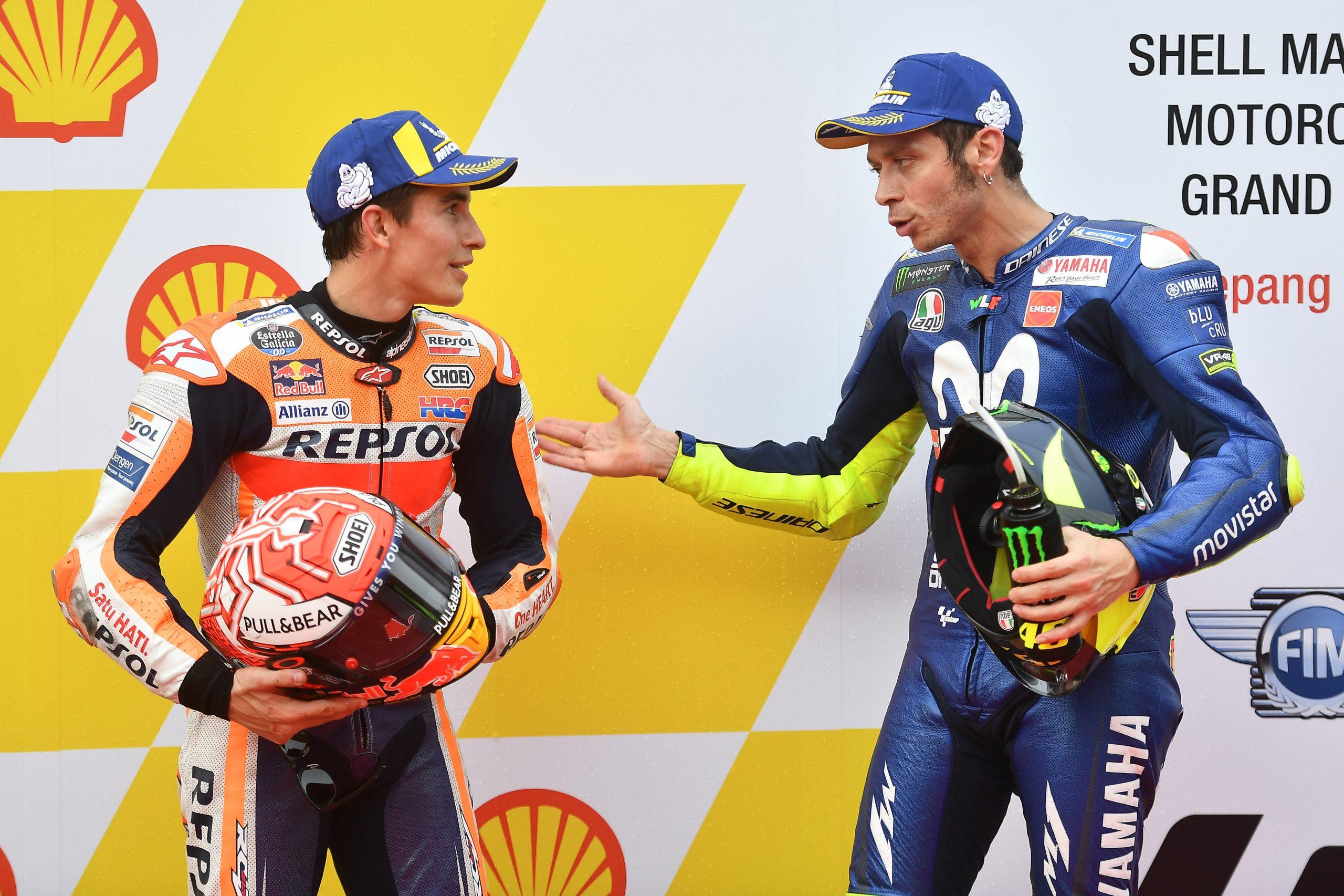 Marc Marquez i Valentino Rossi w dyskusji po kwalifikacjach do GP Malezji 2018