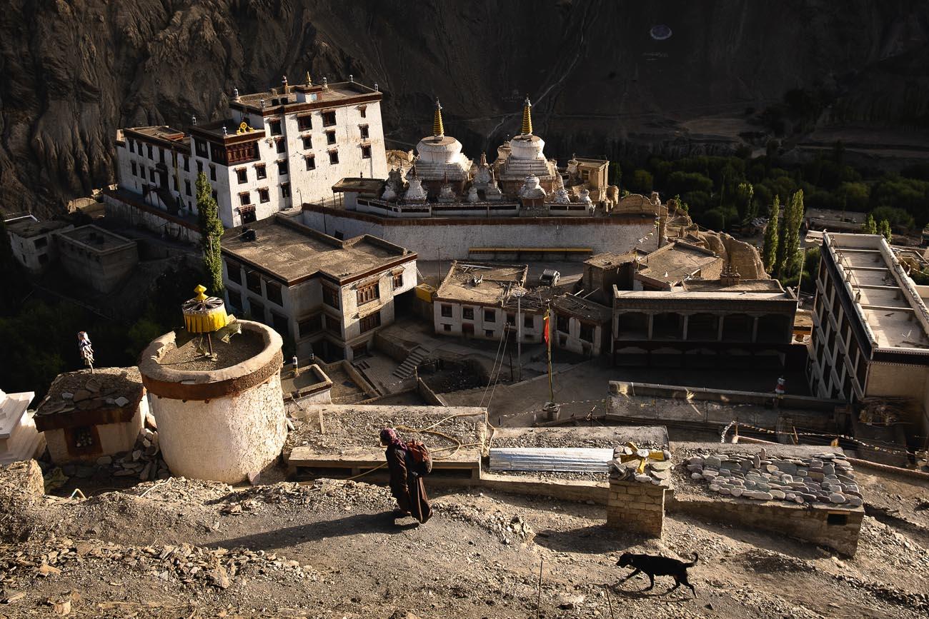 KLASZTOR LAMAYURU, najstarszy buddyjski klasztor w Królestwie Ladakh.