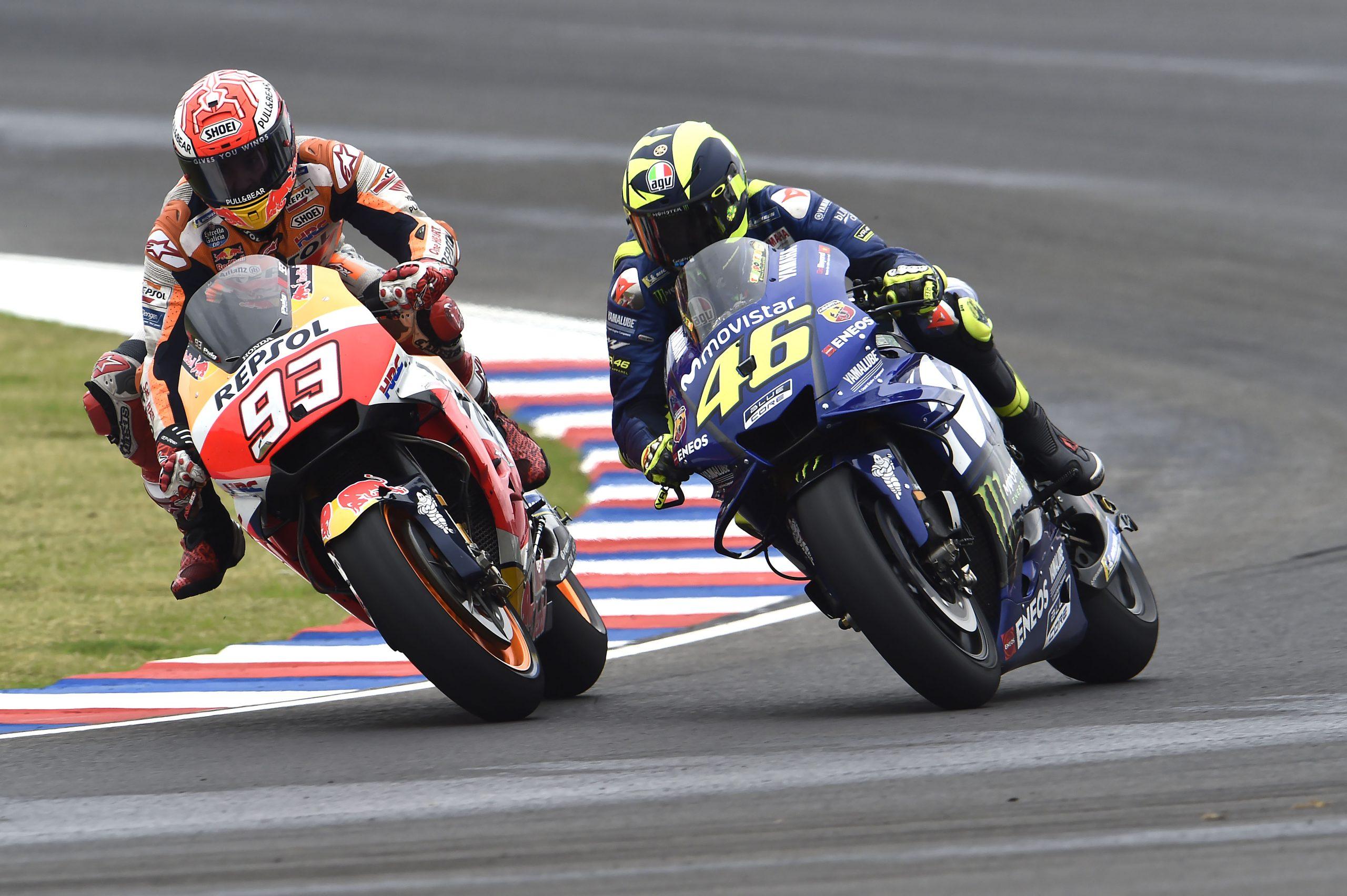 Valentino Rossi i Marc Marquez walczący w GP Argentyny 2018