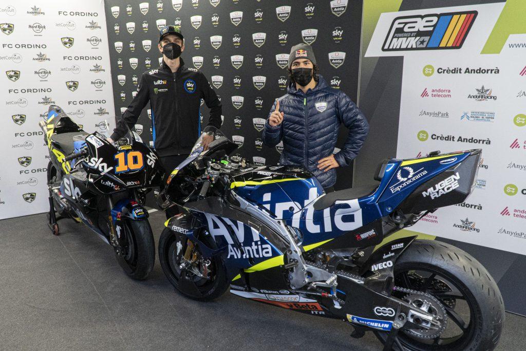 Luca Marini i Enea Bastianini podczas prezentacji ich motocykli przed sezonem2021 MotoGP