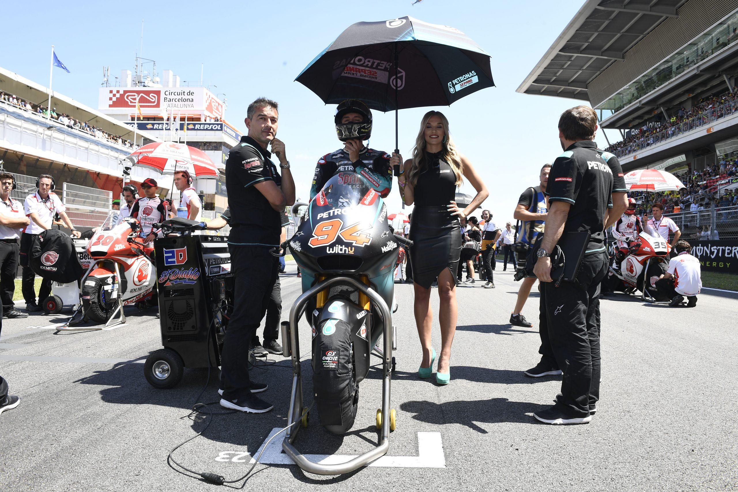 Jonas Folger na starcie swojego pierwszego wyścigu po przerwie – start z dziką kartą w GP Katalonii Moto2 w 2019 roku