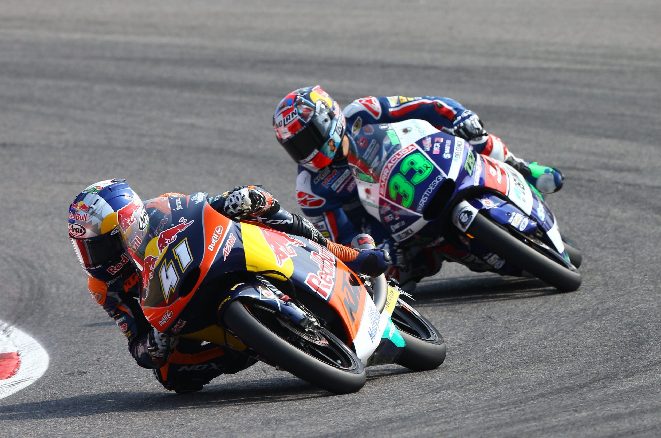 Enea Bastianini walczył z Bradem Binderem jeszcze w Moto3