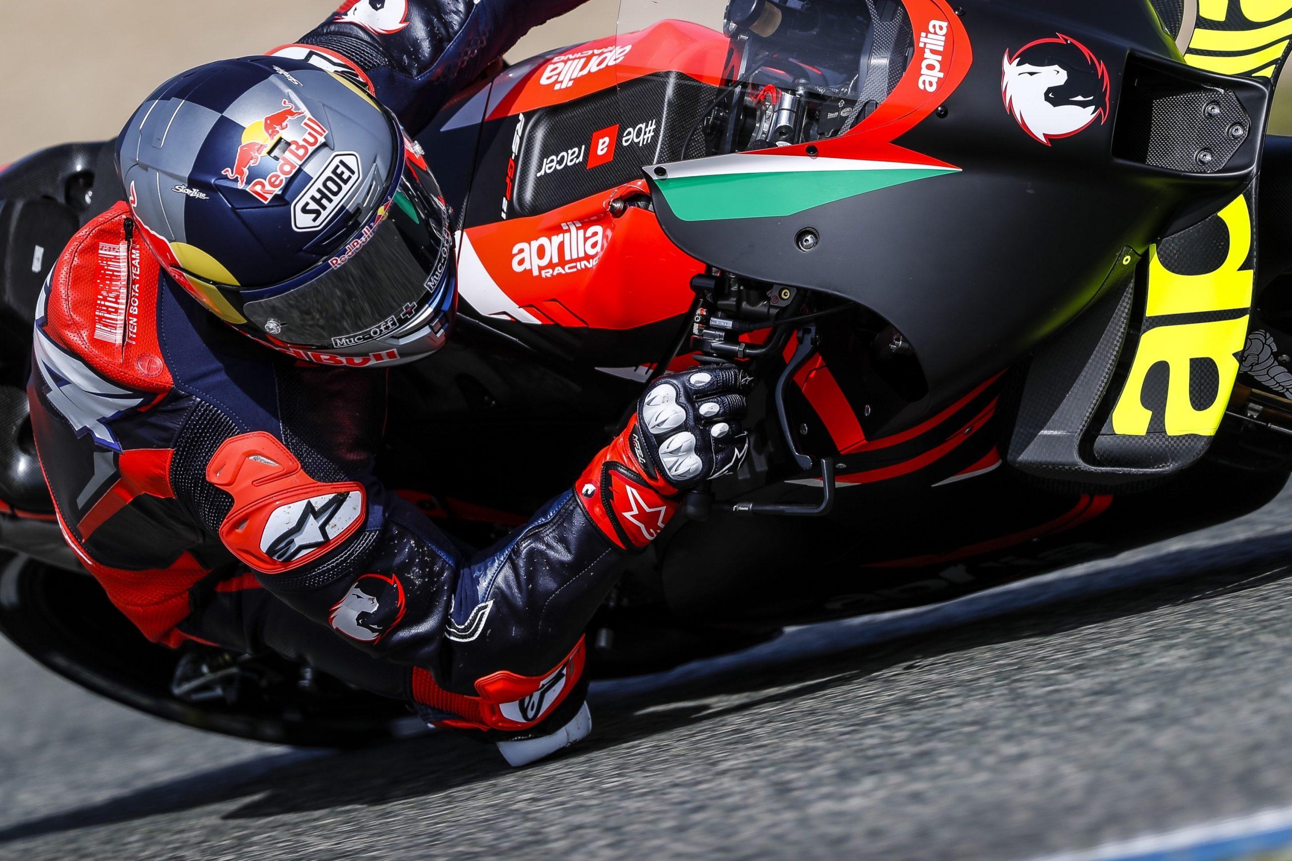 Andrea Dovizioso podczas testów w Jerez na motocyklu Aprilia RS-GP