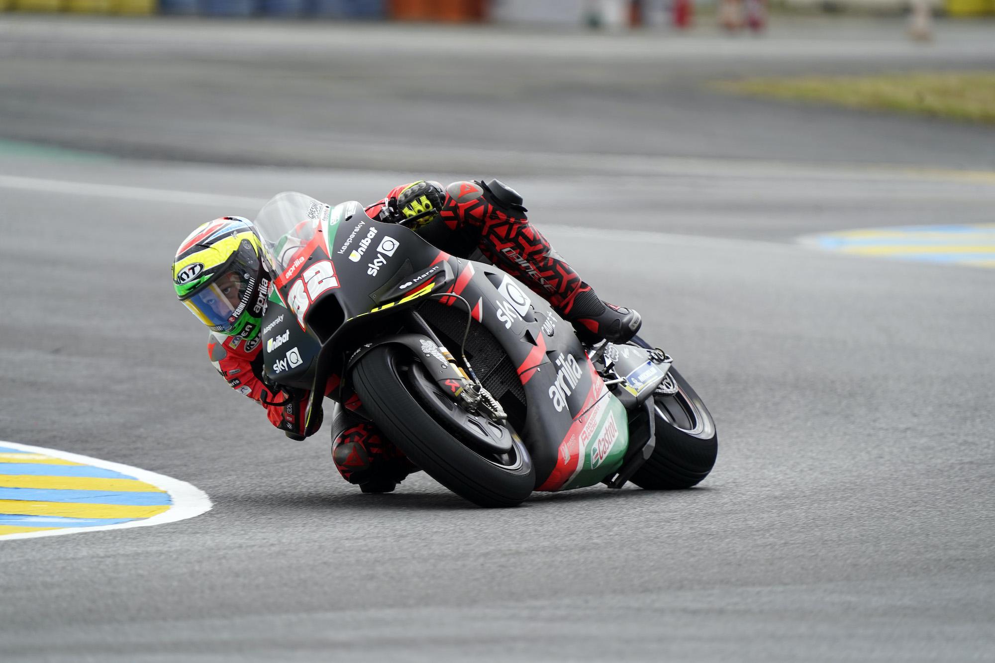 Lorenzo Savadori w akcji na torze Le Mans podczas GP Francji 2021