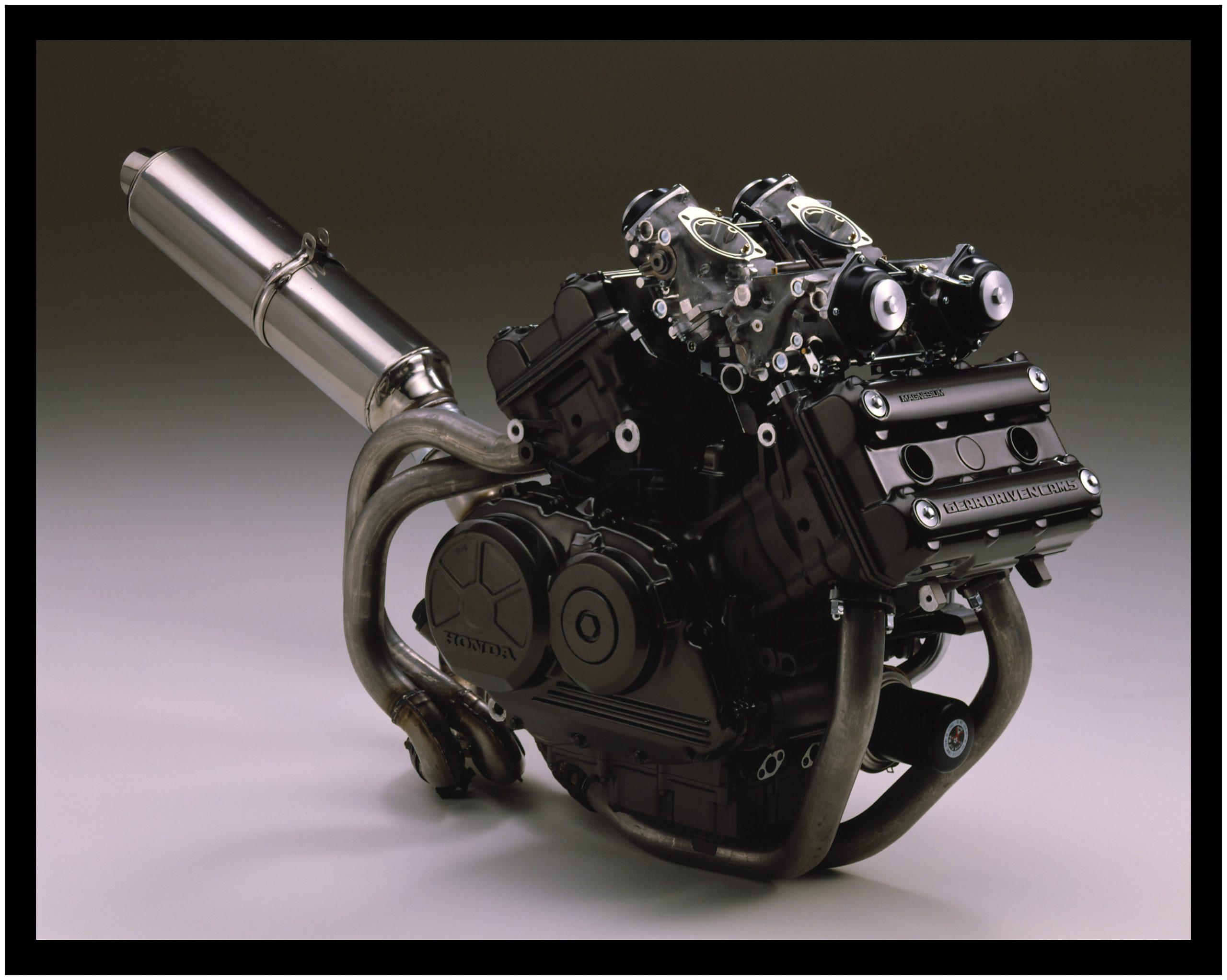 Honda RC30 - silnik