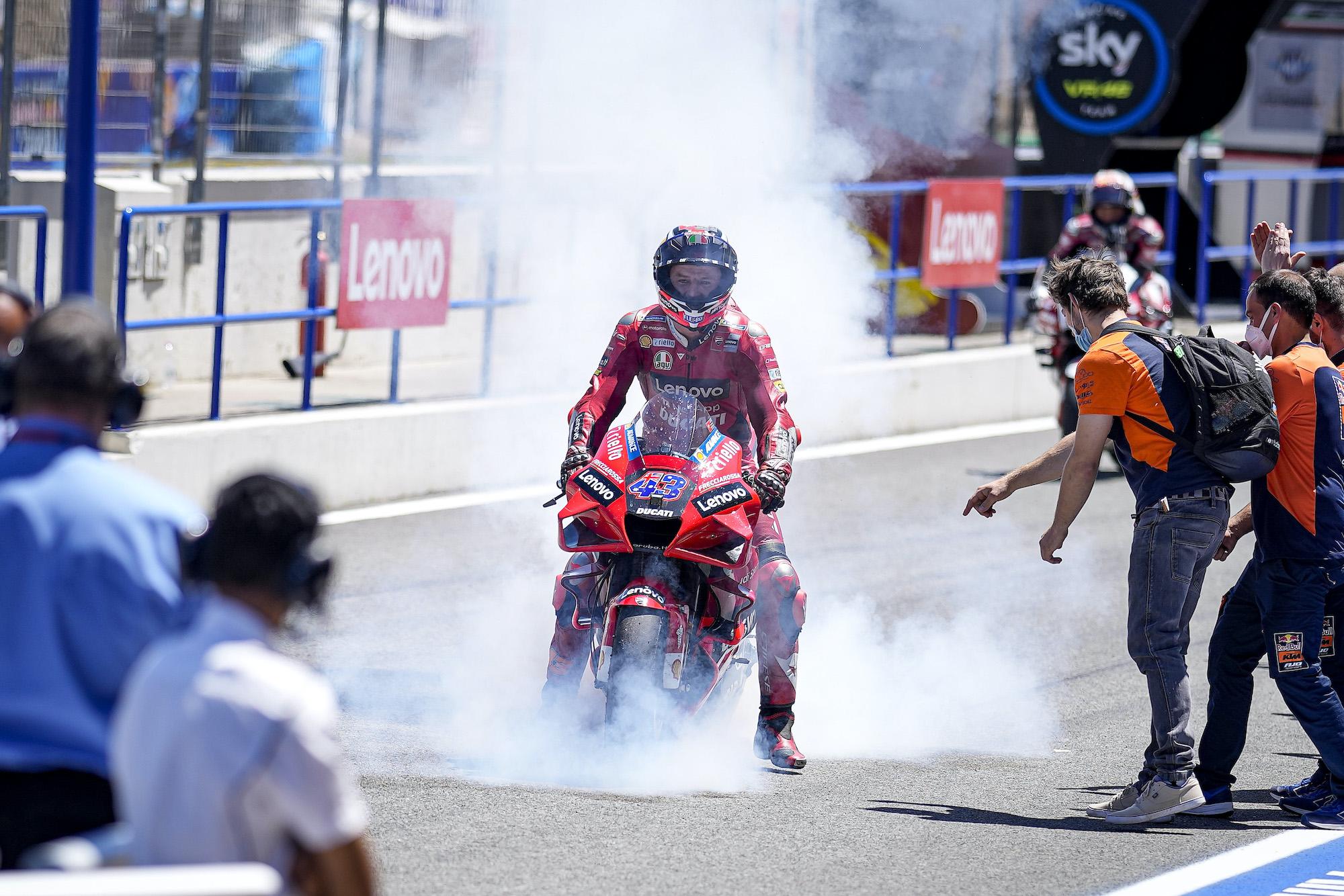 Jack Miller świętujący zwycięstwo w GP Hiszpanii 2021
