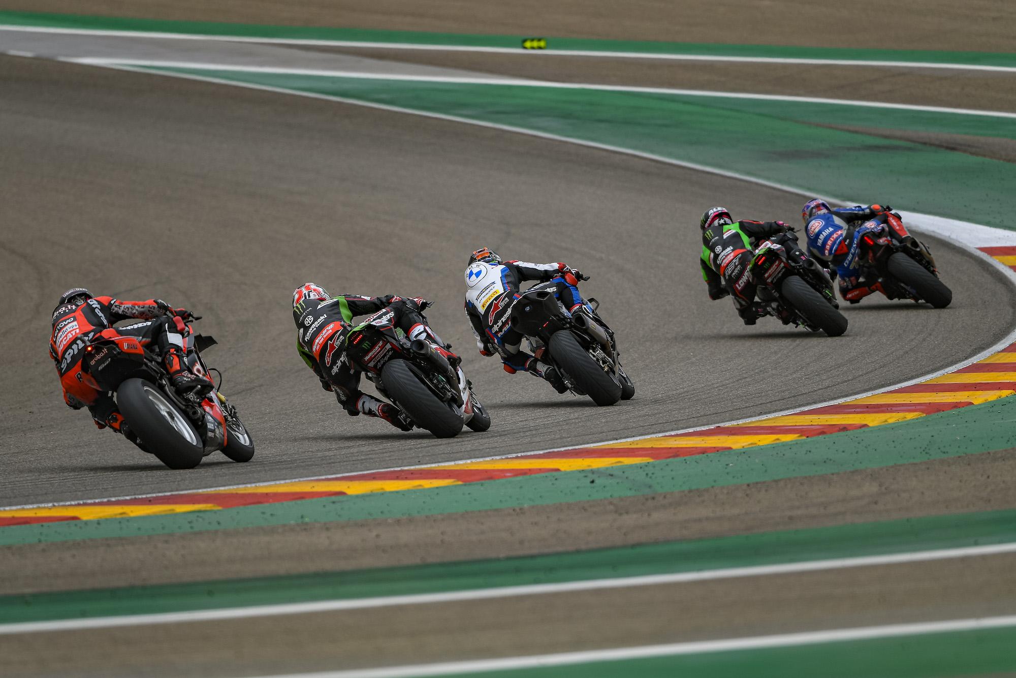 Początek wyścigu 2 serii WSBK w Aragonii