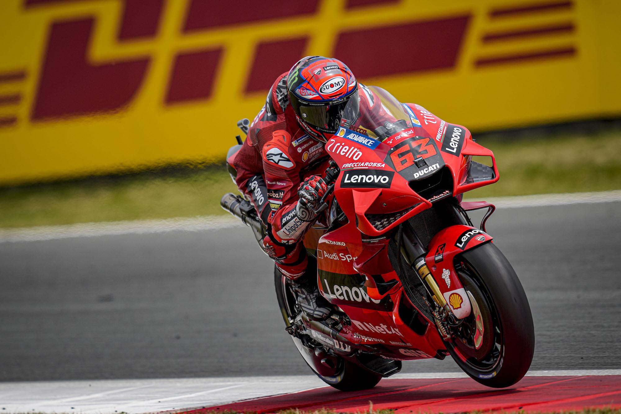Pecco Bagnaia prowadził na samym początku wyścigu MotoGP w Assen