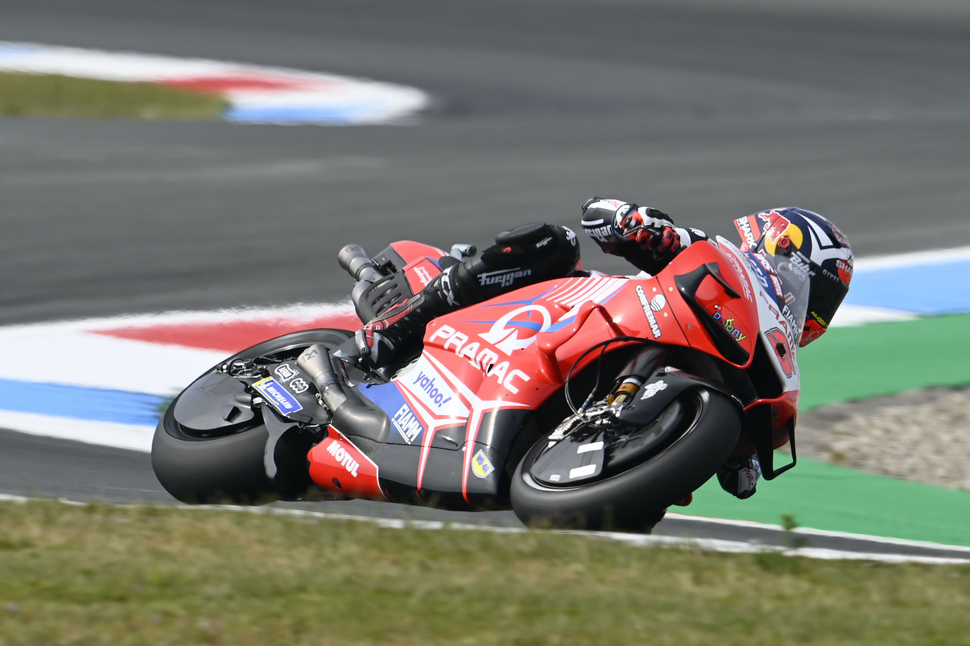 Johann Zarco w akcji podczas rundy MotoGP w Assen
