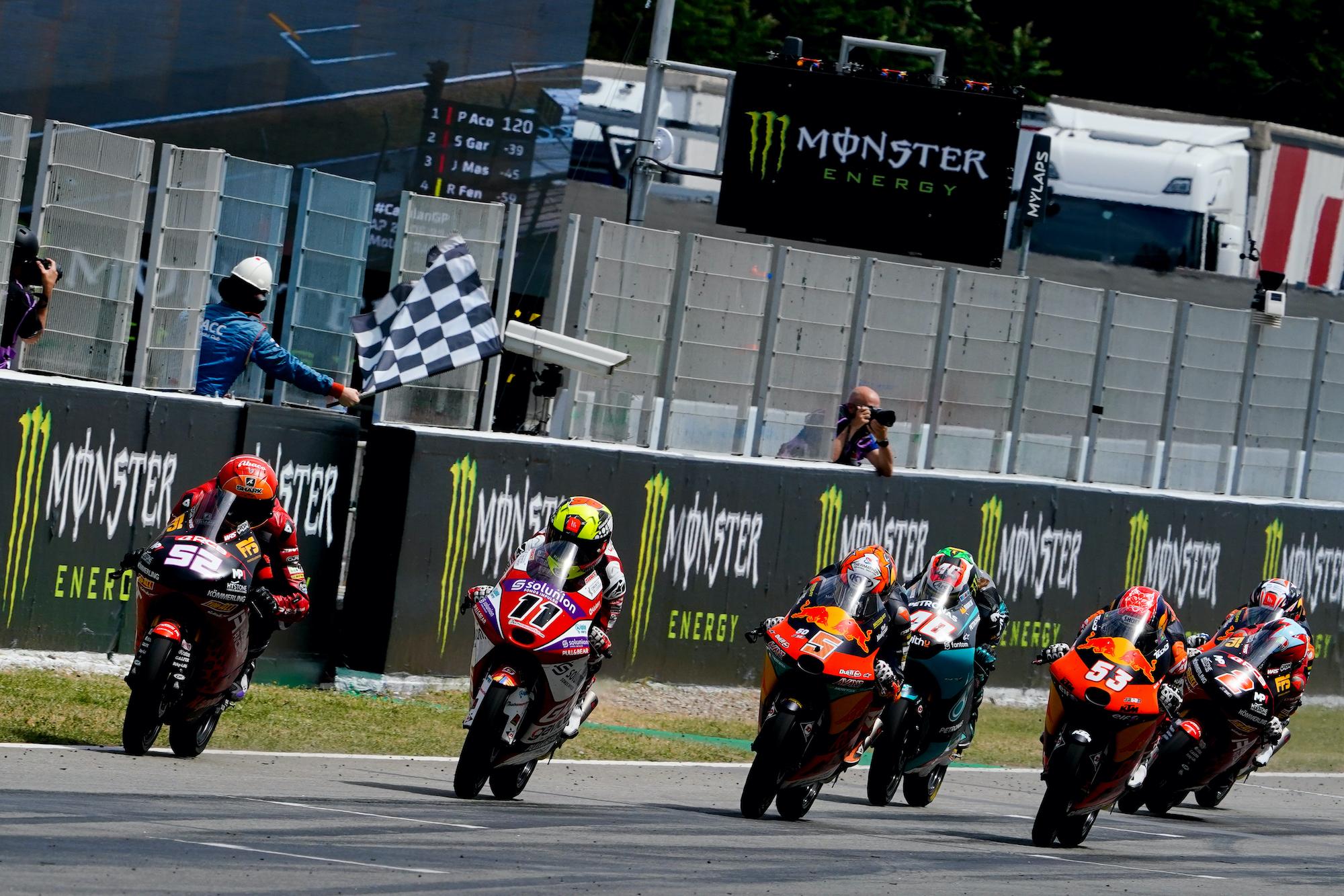 Finisz wyścigu Moto3 podczas GP Katalonii 2021