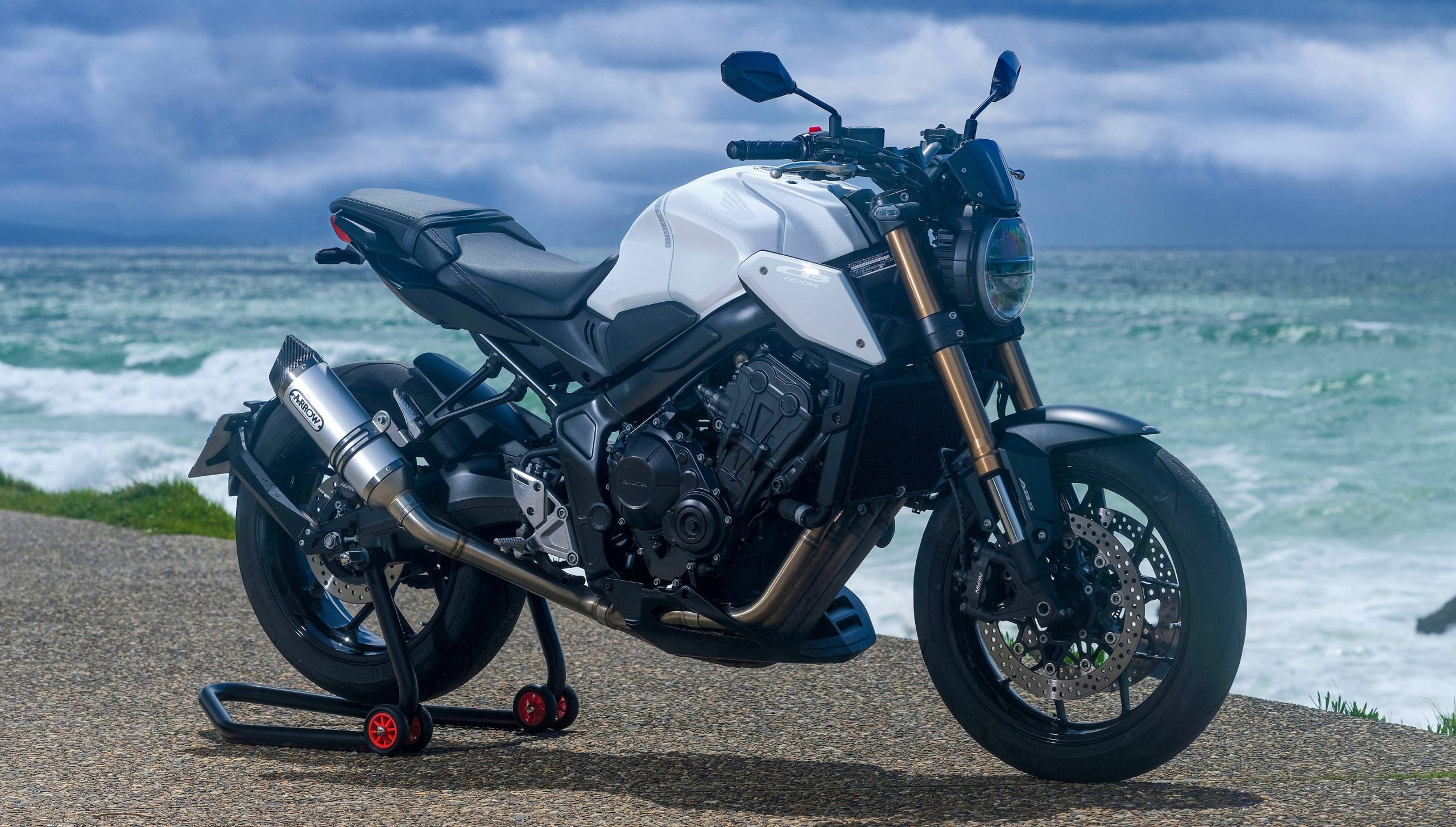 CB650R WHITE EDITION by 3C Motos, France