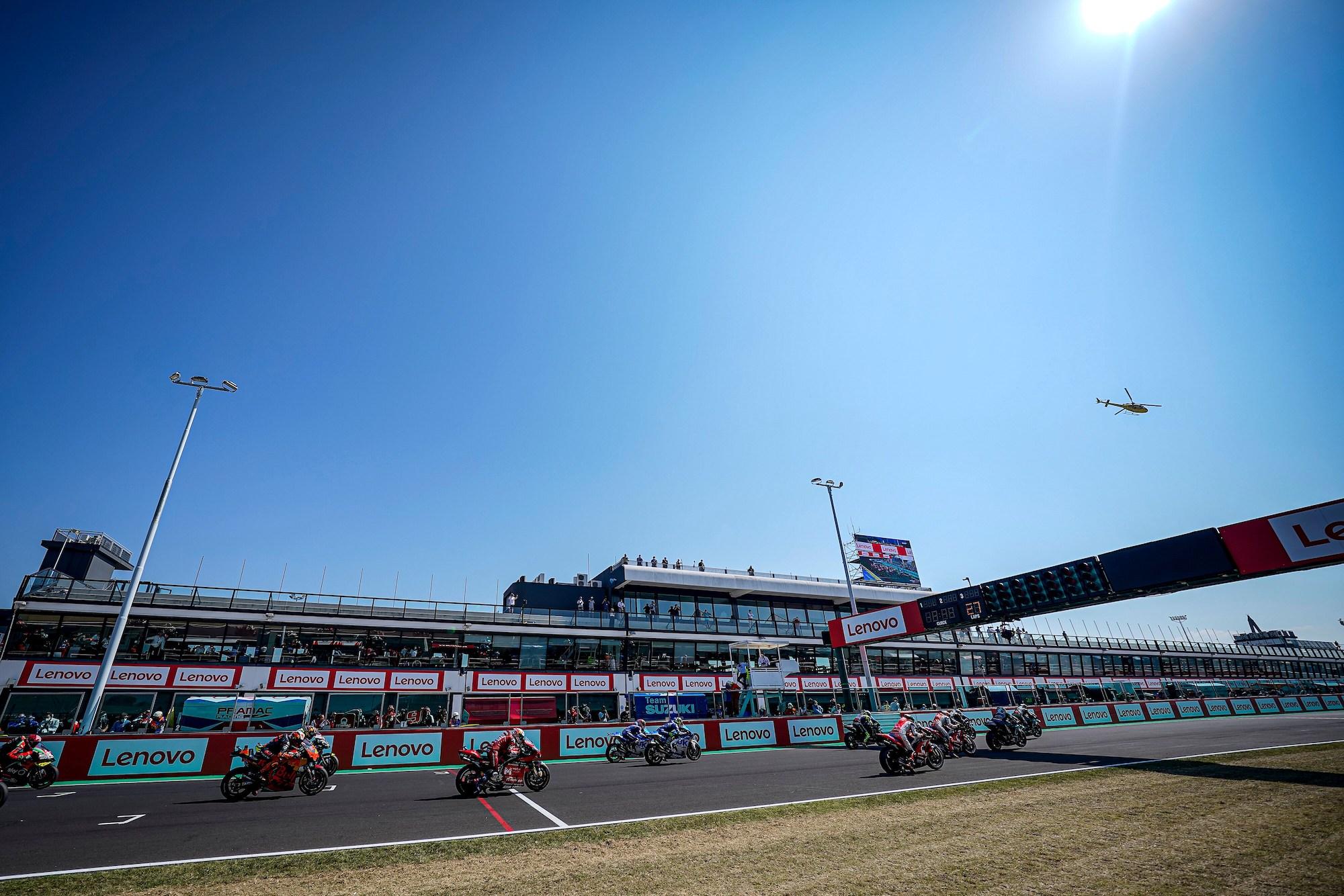 Misan World Circuit - start MotoGP 2020